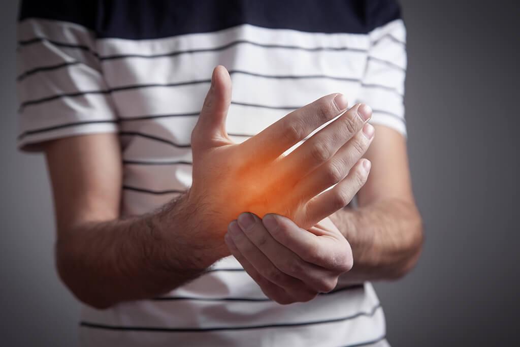 6 ejercicios básicos para aliviar el dolor del túnel carpiano