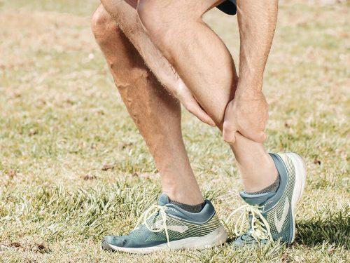¿Cómo tratar una fractura de tobillo en adultos mayores?